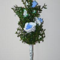 Niebiesko-biała palma Rodziny Tunikowskich, zrobiona wspólnie w domu.